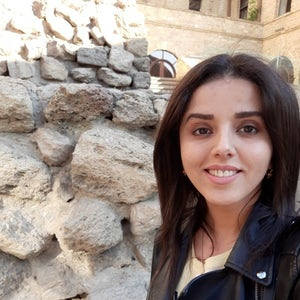 Meet Female Locals in Baku, Azerbaijan | Showaround